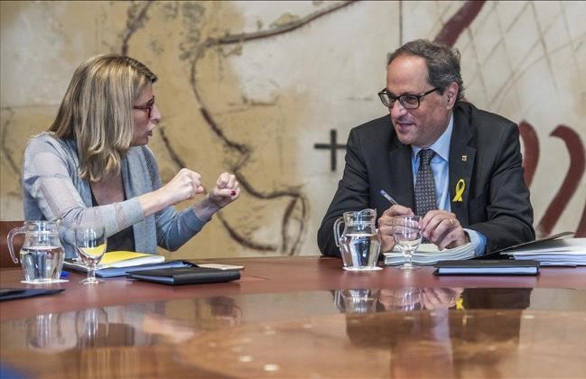 La 'consellera' de Presidència y portavoz del Govern, Elsa Artadi, junto al 'president' de la Generalitat, Quim Torra.