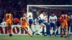 Koeman marca en el viejo Wembley el gol que dio al Barça la primera Copa de Europa.