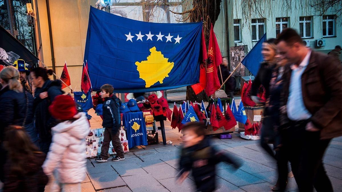 Kosovo se prepara para celebrar los 10 años de independencia, en una imagen tomada este viernes 16 de febrero.