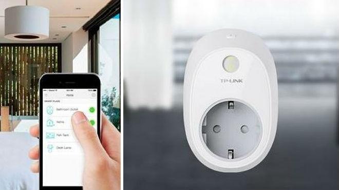 L'endoll de TP-link, que permet controlar els llums des de casa.