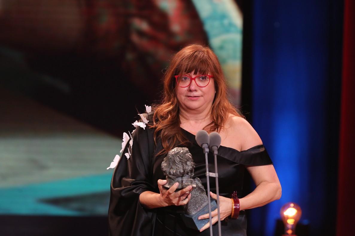 Isabel Coixet, con uno de los tres premios Goya que recogió elpasado mes de febrero por supelícula La librería.