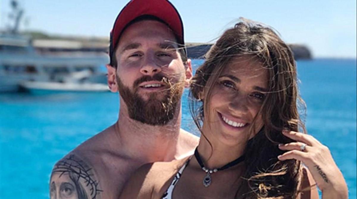 Leo Messi y Antonella Rocuzzo, en Eivissa.