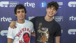 Javier Ambrossi (a la izquierda) y su pareja Javier Calvo.