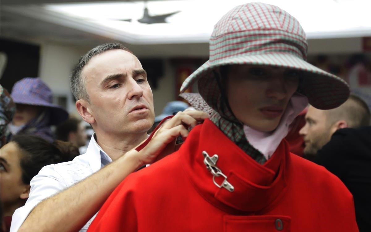 Raf Simons, en verano del 2017, preparando uno de los desfiles de Calvin Klein.