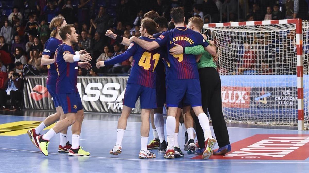 Los jugadores del Barça celebran la victoria.