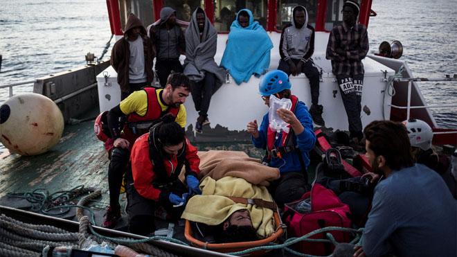Inmigrantes, en el pesquero Nuestra Madre de Loreto, el pasado 30 de noviembre.