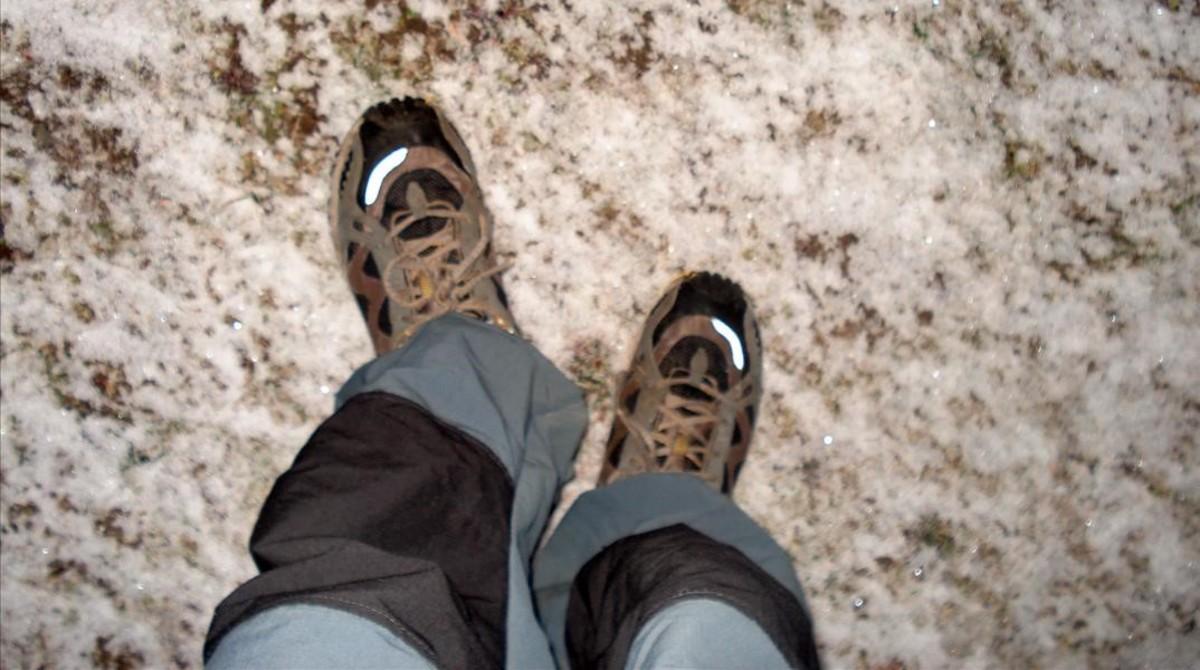 Los pies de un excursionista en una imagen de archivo.