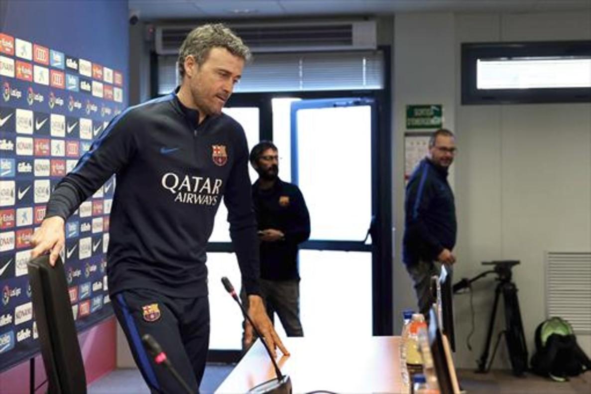 Luis Enrique entra en la sala de prensa de Sant Joan Despí.