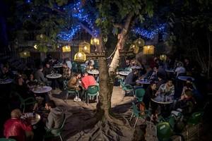 Mágico 8El jardín del Antic Teatre, un remanso de paz para tomar algo y charlar.