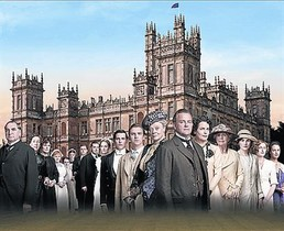Imagen promocional deDownton Abbey, con el castillo de Highclere, donde se rueda la serie.