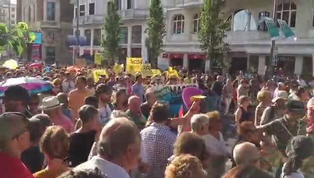 Milers de madrilenys surten al carrer contra la derogació de Madrid Central