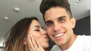 Marc Bartra anuncia en las redes sociales su compromiso con Melissa Jiménez.