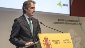 El ministro de Fomento, Ínigo de la Serna, presenta el masterplan inmobiliario del Aeropuerto de Barcelona.