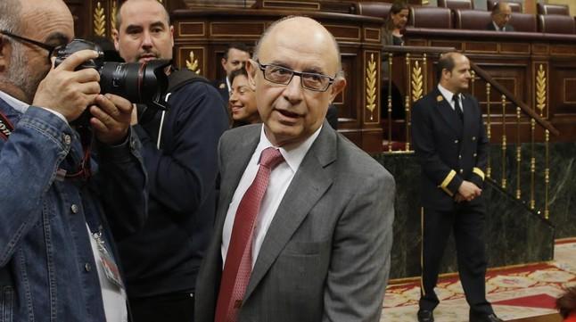 El ministro de Hacienda, Cristóbal Montoro, a su llegada al Congreso.