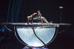 Un moment de l'espectacle 'Amaluna' de Cirque du Soleil, ahir a la nit a Port Aventura.
