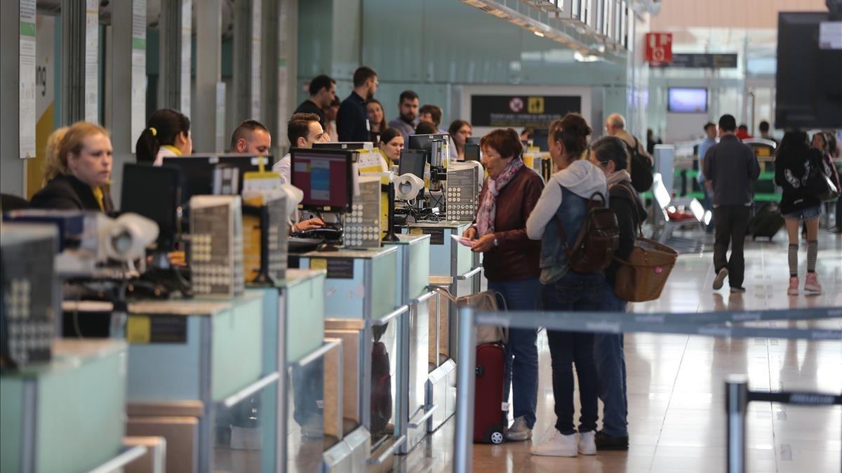 Mostradores deVueling en el aeropuerto de El Prat.