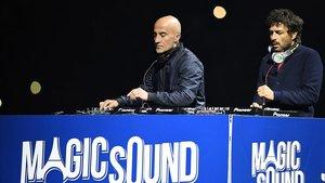 Philipe Zdar (derecha), acompañado por Hubert Boombass, el dúo de música electrónica Cassius