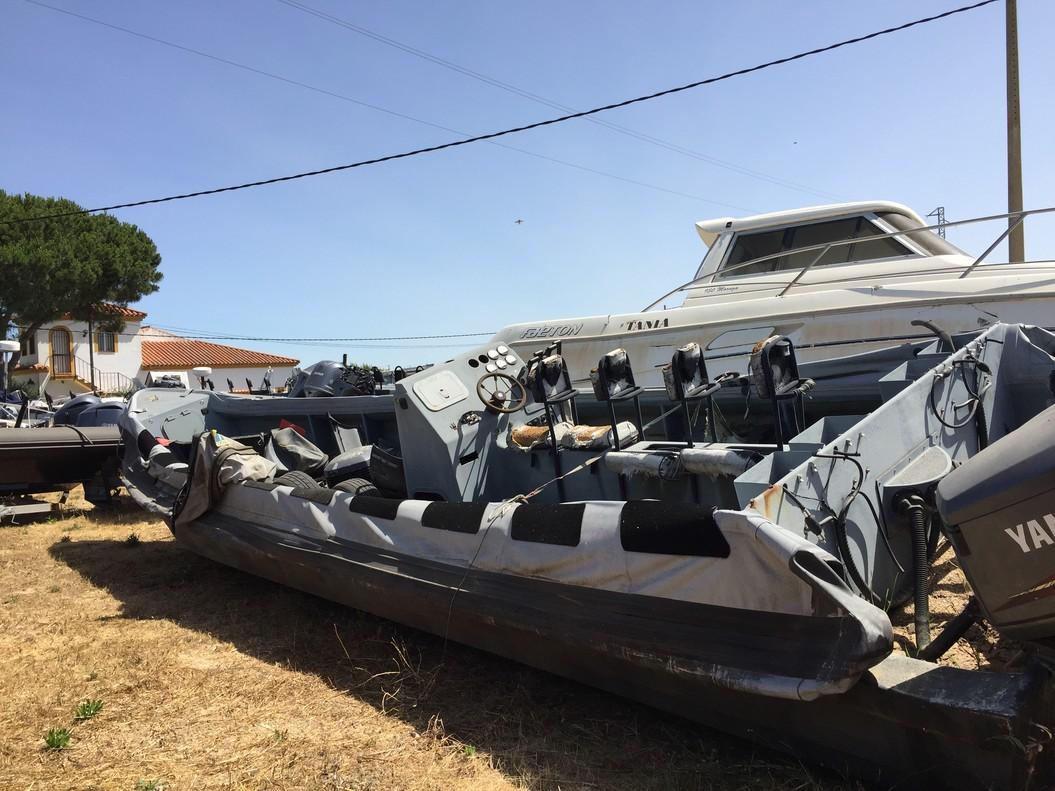 Embarcaciones incautadas a los narcos por la Guarcia Civil se amontonan en el depósito judicial de Conil (Cádiz).