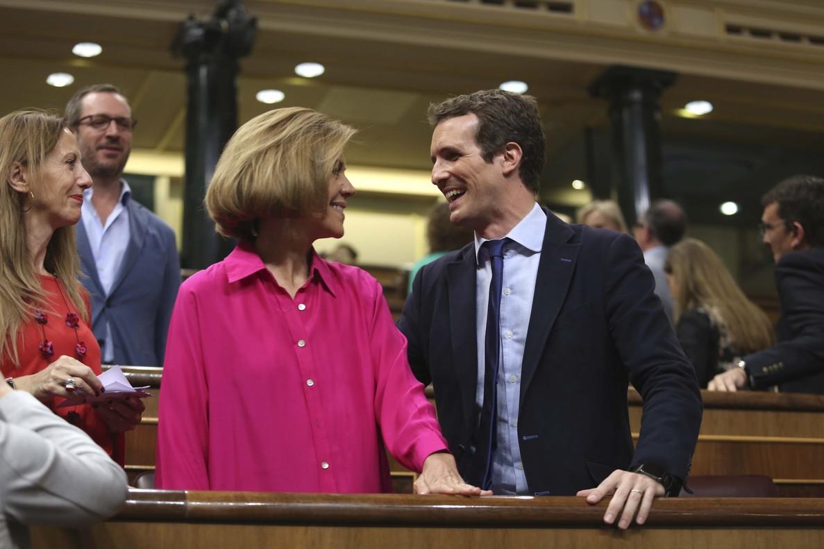 Pablo Casado y María Dolores de Cospedalen el Congreso de los Diputados.