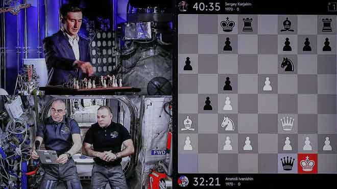Partida de ajedrez entre la Tierra y la Estación Espacial Internacional.
