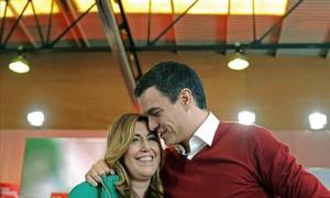 Pedro Sánchez, el pasado sábado en Sevilla junto a la presidenta andaluza, Susana Díaz.
