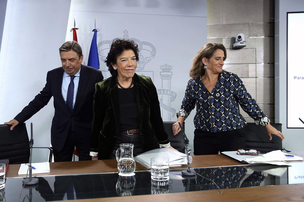 Isabel Celaá,Luis Planas y Teresa Ribera, en rueda de prensa tras el último Consejo de Ministros de la legislatura.