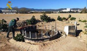 Pozo ilegal hallado por la Guardia Civil en Viladecans.