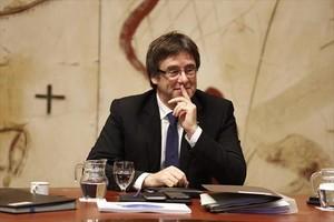 El president Carles Puigdemont, en una reunión de Govern.