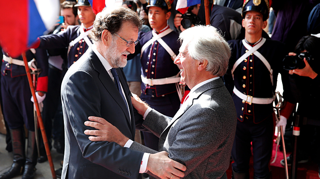 El president del Govern, Mariano Rajoy, és rebut al crit de lladre a l'Uruguai.