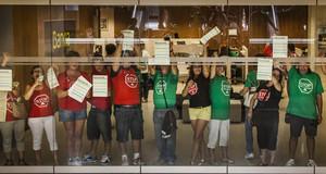 Protesta de la plataforma de los afectados por las hipotecas en Valencia.