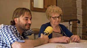 Quim Masferrer, con una señora, en El foraster (TV-3).