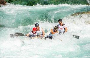 Uno de los deportes de riesgo favoritos es el rafting