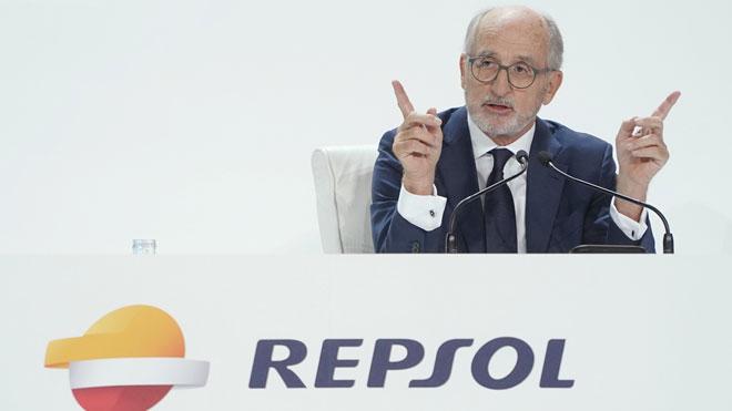 Repsol gana 1.133 millones a junio, un 27% menos. En la foto,Antonio Brufau.