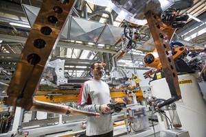 Imagen de archivo de uno de los procesos semi robotizados de la planta de Seat en Martorell.