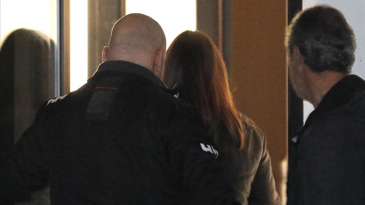 Rosario Rodríguez,esposa de José Enrique Abuín, a su llegada al juzgado de Ribeira.