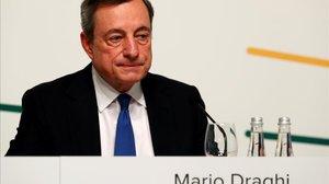 El presidente del BCE, Mario Draghi, tras la reunión del consejo de gobiero de junio en Vilnius (Lituania).