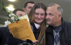 Moscow (Russian Federation), 26/10/2019.- Maria Butina (L) and her father Valery (R) speak with journalists after her arrival at Sheremetievo Airport in Moscow, Russia, 26 October 2019. According to media reports, Russian Maria Butina was released from US prison on 25 October 2019 after serving most of her 18-month term in prison for trying to infiltrate political groups in the US. (Rusia, Estados Unidos, Moscú) EFE/EPA/SERGEI ILNITSKY