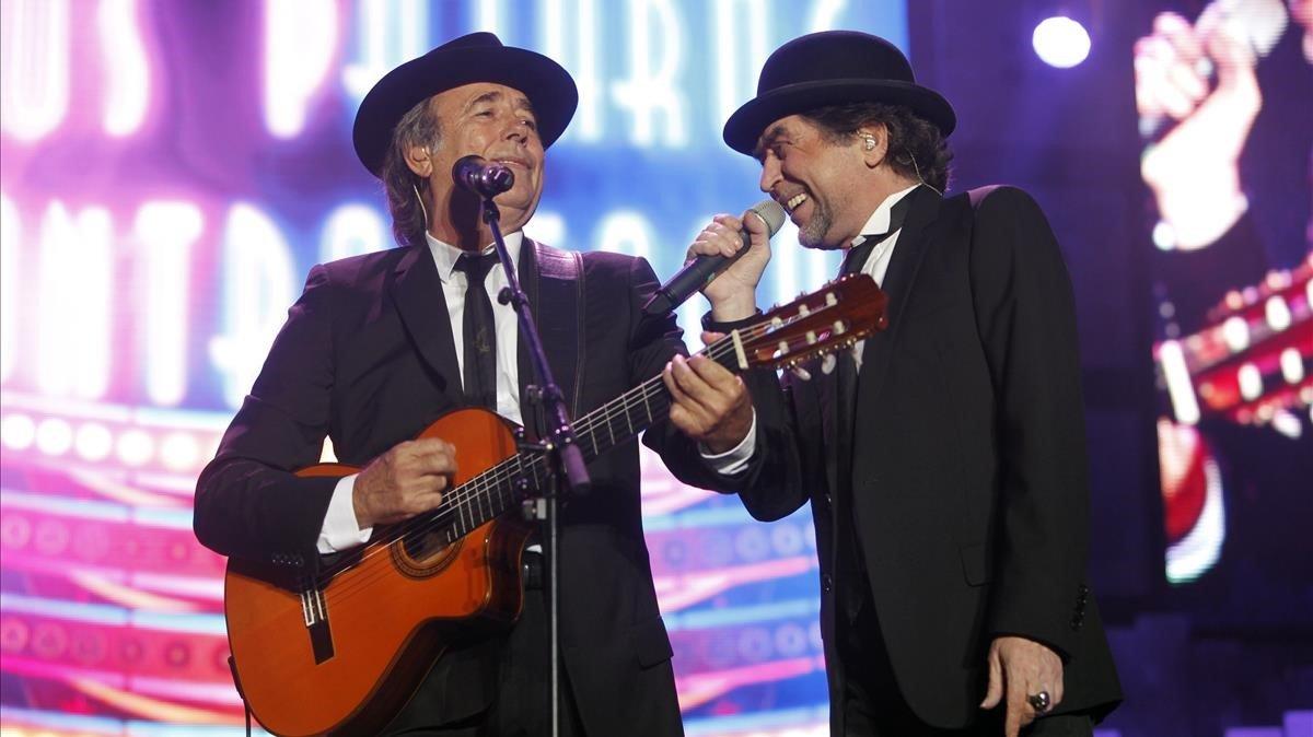 Serrat y Sabina (derecha), durante su gira del 2012, en el Palau Sant Jordi.
