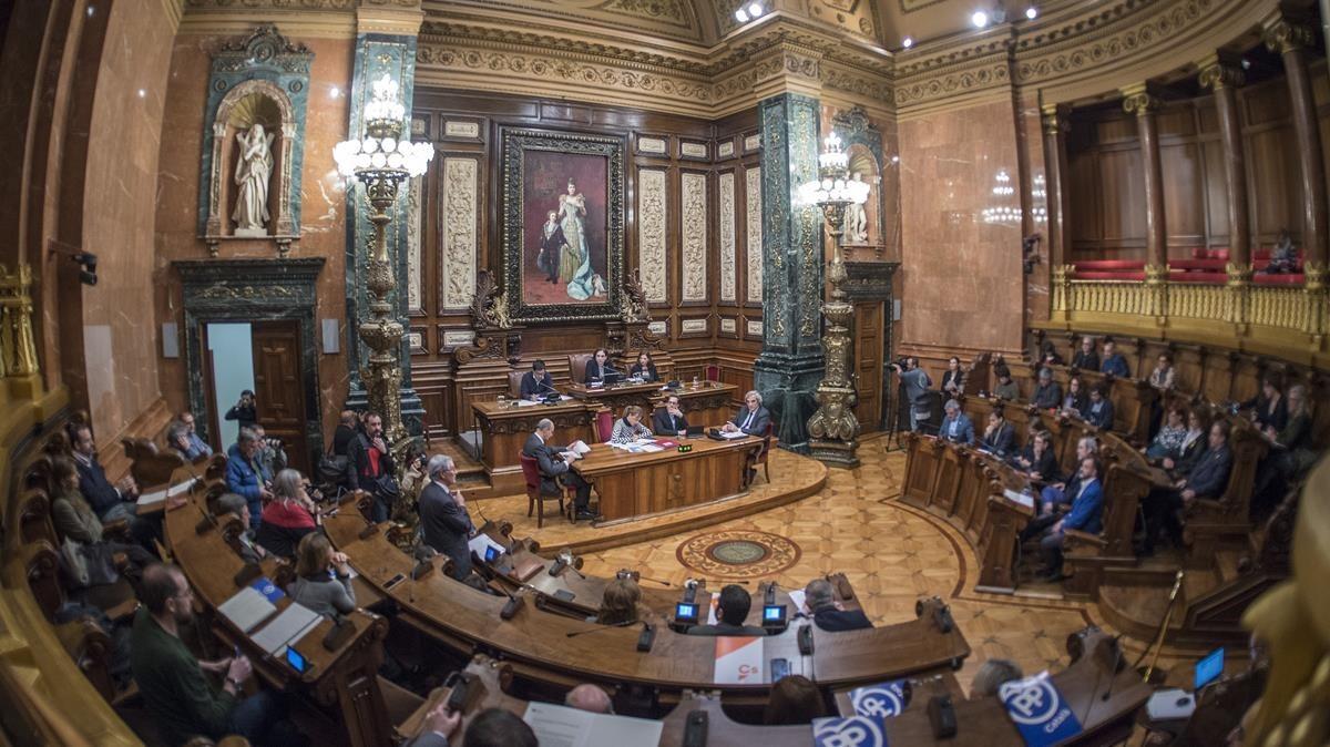 Sesión plenaria en el ayuntamiento de Barcelona.