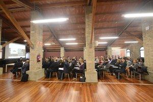 Sesión sobre industria y empresa en la Masia de Can Serra de Rubí.