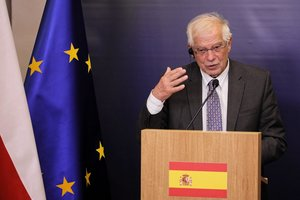 Warsaw (Poland), 30/08/2019.- Spanish Foreign Minister Josep Borrell speaks during a press conference after his meeting with Polish Foreign Minister Jacek Czaputowicz in Warsaw, Poland, 30 August 2019. (Polonia, España, Varsovia) EFE/EPA/PAWEL SUPERNAK POLAND OUT