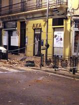 GRA002. MELILLA, 25/01/2016.- Aspecto de un inmueble afectado por el terremoto de 6.3 grados registrado hoy en el Mar de Alborán que se ha percibido con mayor intensidad en Melilla, donde ha causado daños en edificios y la suspensión de las clases en la ciudad autónoma para evaluar el estado de los centros educativos. EFE/Laly Zambrano