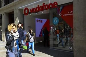Tienda de Vodafone en el Portal de lÀngel de Barcelona, la semana pasada.