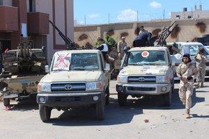 Grupo demilitares se preparan para ir a la linea de combate en Tripoli,Libia. EFE