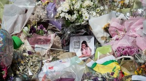 Una foto de Ariana Grande en el homenaje a las víctimas del atentado del Manchester Arena.