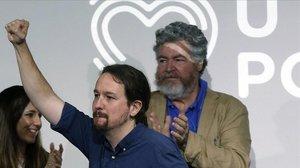 El líder de Unidas Podemos y vicepresidente segundo del Gobierno, Pablo Iglesias, y el diputado morado Juantxo López Uralde