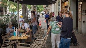 Visita al barri de Barcelona més infectat pel coronavirus: «Sembla que anem cap enrere»