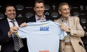 Unuzué, con Miñambres y Mourinho, director deportivo y presidente del Celta, respectivamente.