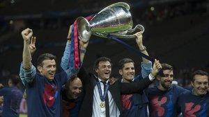 Unzué, De la Fuente, Luis Enrique, Moreno, Pol y Valdés celebran la Champions de Berlín.