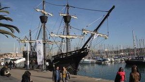 Una réplica de la nao Victoria, en el puerto de Barcelona, en el2012.